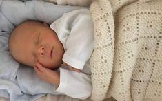 Baby Knitting Patterns, Crochet Patterns, Baby Barn, Designer Baby, Mini Mouse, Drops Design, Knitted Blankets, Baby Design, Knit Crochet