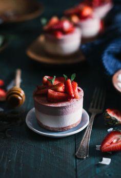Raw Strawberry & Coconut Mini Ice Cream Cakes - The Kitchen McCabe