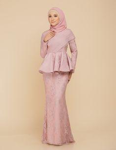 Hijab Prom Dress, Hijab Gown, Hijab Wedding Dresses, Dress Wedding, Bridesmaid Dresses, Abaya Fashion, Fashion Dresses, Kebaya Dress, Kebaya Muslim