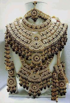 Indian bridal jewelry..... Diffinitly I want this jewelry set for my wedding...
