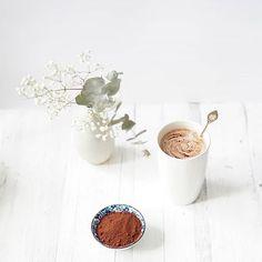 Täyteläinen tahinikaakao lämmittää pakkaspäivänäOhje blogissa. . . #osoiteprofiilissa #kaakao #tahini #talvipäivä #resepti #ruokakuvaus #nelkytplusblogit #hotcocoa #hotchocolate #tahinihotchocolate #recipe #foodstyling #foodphotography