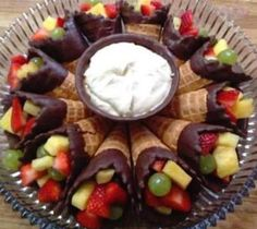 Cute Fruit and Veggie Trays We all love having a snack out while the meat's on the grill. Here's cute fruit & veggie trays to please anybody. Just Desserts, Delicious Desserts, Yummy Food, Bbq Desserts, Healthy Desserts, Healthy Candy, Block Party Desserts, Yummy Snacks, Fruit Recipes