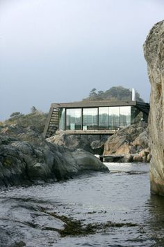 Glass-Walled Home in the Rocks of Norway – Fubiz Media