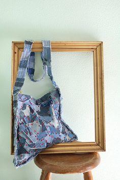 bolso vaquero patchwork con tela reciclada y lentejuelas