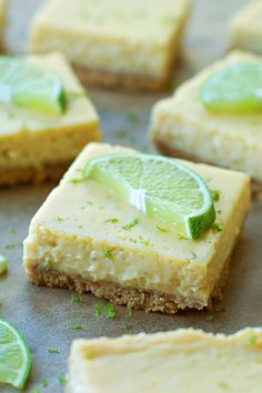 Key Lime Pie Bars One of everyone's favorite desserts in a bar form! These Key Lime Pie Bars have a graham cracker crust and a delicious cream cheese and lime filling! Key Lime Desserts, Köstliche Desserts, Delicious Desserts, Dessert Recipes, Bar Recipes, Lime Recipes Healthy, Light Desserts, Cream Recipes, Key Lime Pie Bars