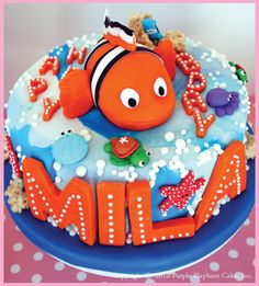 Finding Nemo cake... Jaden LOVES Nemo... it's time to start planning his 2nd birthday (even though it isn't until March haha)
