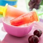 "Looking for a ""cool"" summer activity to do with the kids? How about making homemade popsicles? Here's an easy, fun and healthy recipe."