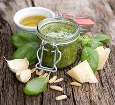 You've GOT to try this Homemade Basil & Spinach Pesto Recipe!! #healthy #skinnyms