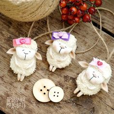 Привычка Радовать: В КАЖДЫЙ ДОМ ПО ОВЕЧКЕ!!! :) Yule Crafts, Sheep Crafts, Ornament Crafts, Christmas Crafts, Christmas Ornaments, Diy Crafts Slime, Homemade Crafts, Craft Stick Crafts, Crafts For Kids