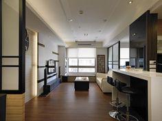 客廳落地窗將大量陽光引入室內延伸至吧檯