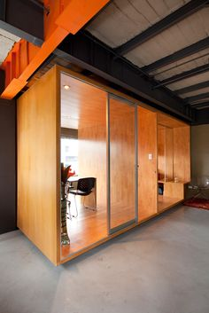 RI Offices /Quito, Ecuador This small intervention for a young publicity agency is based on the need for flexible adaptable and expandable space for their multiple tasks.