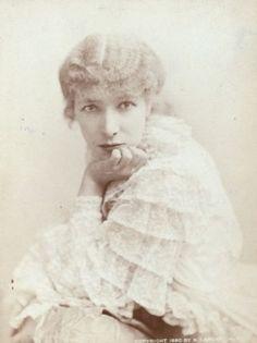 Napoléon Sarony / Portrait of Sarah Bernhardt, Vintage Photographs, Vintage Images, Old Pictures, Old Photos, Sarah B, Silent Film Stars, Art Nouveau, Nyc Photographers, Alphonse Mucha