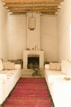 modern global style-probably Villa Maroc in Essaouira Home Interior, Interior Architecture, Interior And Exterior, Interior Decorating, Interior Design, Interior Modern, Design Marocain, Minimalism Living, Adobe House