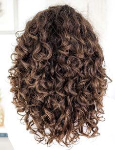 Long Layered Curly Hair, Layered Curly Haircuts, Best Curly Haircuts, Colored Curly Hair, Color For Curly Hair, Medium Length Curly Haircuts, Curly Hair Layers, Layered Curls, Curly Hair Tips