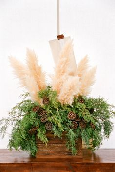 feather and greenery wedding decor ideas