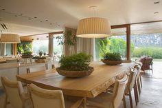 Como achar a altura certa para pendurar seu pendente na sala de jantar, hoje no post do Click Interiores.