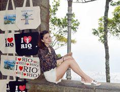 VACATION IN RIO    Look Cristo Redentor    Óculos: ZARA  Camisa: ZARA  Short: Farm  Sandália: Inbox Shoes    https://laribarbosa.com/2017/03/01/vacation-in-rio/