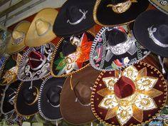 Lua de mel no México. #casamento #luademel #viagem #noivos #México #chapéus