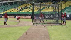 Practica de Bateo en el estadio Hermanos Serdán