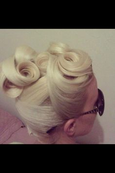 Pinup hair - I think I could do this...once my hair grows out...