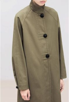 RAINCOAT WATER-REPELLENT COTTON PANAMA WOVEN IN ITALY  OLIVE  925,00 €  DESCRIPTION DETAILS ALSO AVAILABLE IN This staight raincoat is made with a compact, resistant and water-repellant cotton panama. The buttons are slightly domed and seemingly disproportionate.