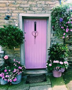 Take a look at the beautiful bright pink door to brighten up your day…