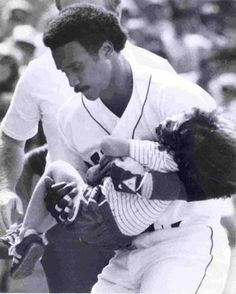 Jim Rice carried Jonathan Keane into Red Sox dugout after he was struck on the head by a Dave Stapleton line drive. Baseball Classic, Baseball Star, Baseball Players, Jim Rice, Yankee Stadium, Sports Pictures, Boston Red Sox, History Facts, Motivation Inspiration