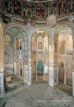 527-548 Basilica di San Vitale Ravenna. Emilia-Romagna Italy. Bizantine period. L'aula centrale vista da ovest.