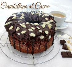 Il ciambellone al cacao è un classico ma così decorato con cioccolato fondente fuso e lamelle di mandorle è ancora più buono. Ricetta dolce La cucina di ASI