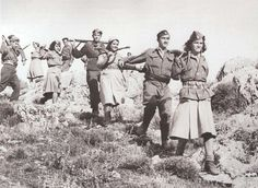 6 December British troops begin to intervene in Greece The ELAS communist group of Greek resistance fighters had been the best organised during the occupation – but were now being asked to disarm. ( Why i'm not surprised? History Online, World History, People's Liberation Army, Greek History, European History, Japan, Military History, World War Two, Historical Photos