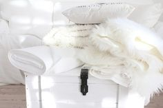 White and Shabby All White, Pure White, Snow White, White Throws, Blog Pictures, White Cottage, Living Styles, French Chic, White Rooms