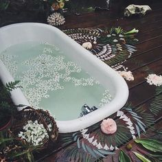 dreamy bath Outdoor Bathtub, Sunken Bathtub, Outdoor Bathrooms, Clawfoot Bathtub, Dream Bathrooms, Outdoor Showers, Boho Life, Bohemian House, Bohemian Gypsy