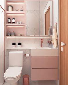Olha que graça esse banheiro todo clarinho com predominância do rosinha Washroom Design, Bathroom Design Small, Bathroom Layout, Bathroom Interior, Rose Gold Interior, Condo Decorating, Dream House Exterior, Room Ideas Bedroom, Laundry In Bathroom