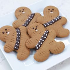 Star Wars Gingerbread Wookiee Cookies - Star Wars - Ideas of Star Wars - To celebrate Rogue One landing in theaters this week Los Angeles baker and author Rosanna Pansino of Nerdy Nummies demonstrated how to make a series of Star Wars Cookies, Star Wars Cake, Star Wars Cupcakes, Star Wars Birthday Cake, Star Wars Gifts, Christmas Treats, Christmas Baking, Christmas Cookies, Star Wars Christmas Decorations
