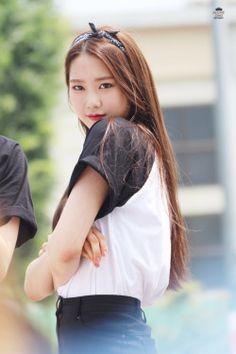Jiho oh my girl Kpop Girl Groups, Korean Girl Groups, Kpop Girls, Jiho Oh My Girl, Wjsn Luda, First Girl, Kpop Aesthetic, Pop Group, South Korean Girls