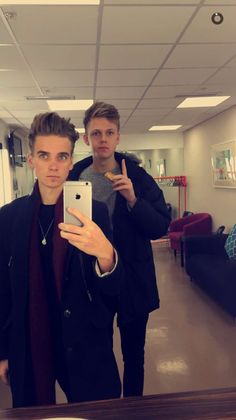 Joe Sugg and Caspar Lee Pewdiepie, Markiplier, British Youtubers, Famous Youtubers, Caspar Lee, Joe Sugg, Jack And Conor Maynard, Buttercream Squad, Sugg Life