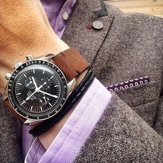 Nice #speedytuesday in appropriate racewear for the running of today's Melbourne Cup. By @timetowatch ️ #speedmaster #moonwatch #sartorial #omega