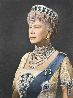 Queen Mary chose the Vlad tiara, with the Cambridge emeralds for a formal and very regal portrait, by Hay Wrightson, a London Photographer, in This photo comes from the Royal Collection Princess Victoria, Queen Victoria, Lady Diana, Queen Mary Of England, Royal Family Portrait, Order Of The Garter, Princesa Mary, Adele, Royals