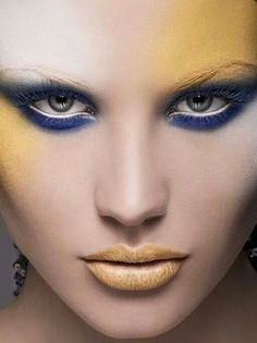 Blue eyeshadow, heavy under eyes embolded by white liner; yellowy-goldish-orange lips and contour shading, eyebrows whited out. Yellow Lipstick, Yellow Makeup, Orange Lips, Blue Eyeshadow, Blue Lips, Bright Makeup, Dramatic Makeup, Mime Makeup, Beauty Makeup