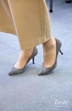 Stiletto Heels, Shoes Heels, Pumps, Office Ladies, Miranda Kerr, Kitten Heels, Legs, Womens Fashion, How To Wear