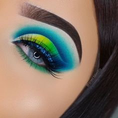 💃Start this energy week from the fine eye makeup! Water content: Diameter: Period of use: 12 months Packaging: 1 Pair lenses) Makeup Eye Looks, Beautiful Eye Makeup, Eye Makeup Art, Eyeshadow Makeup, Eyeliner, Makeup Eyes, Peacock Eye Makeup, Colorful Eye Makeup, Colorful Eyeshadow