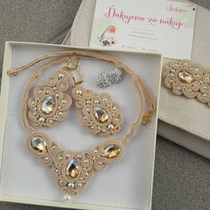 Learning how to make fashion jewelry out of metals might appear like the next rational choice after mastering the basic abilities. Best Jewelry Designers, Elements Of Design, Soutache Jewelry, Paper Quilling, Shibori, Beige, Handmade Jewelry, Fashion Jewelry, Jewelry Making