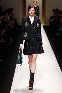 Moschino fall/winter fashion show preppy: Look Fashion, Urban Fashion, Fashion Show, Girl Fashion, Womens Fashion, Preppy Fashion, Cheap Fashion, Fashion Trends, Style Preppy