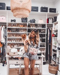 Shopping spree anyone?💋 💄What would you do for this closet? Frugal Male Fashion, 80s Fashion, Summer Instagram Pictures, Cute Girl Photo, Shopping Spree, Girl Photos, Spring Outfits, Cute Girls, Stylish