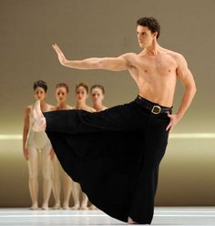 "Birmingham Royal Ballet, Iain Mackay in Hans van Manen's ""Grosse Fuge"" (Photo: Roy Smiljanic)"