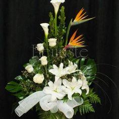Arrangements funéraires | Fleuriste Cléome Corbeille blanche avec oiseau du paradis Arrangements Funéraires, Website, Deco, Plants, Gardens, Flowers, Decor, Deko, Plant