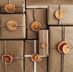 Noel Christmas, Christmas 2019, Simple Christmas, Christmas Crafts, Homemade Christmas, Natural Christmas Decorations, Christmas Ideas, Modern Christmas, Christmas Paper