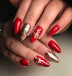 Christmas Nail Designs for Christmas Nail designs for an impressive Christmas nail art will assist you to get into the Christmas spirit. Cute Christmas Nails, Xmas Nails, New Year's Nails, Christmas Nail Art Designs, Holiday Nails, Simple Christmas, Christmas Design, Christmas Ideas, Red Stiletto Nails