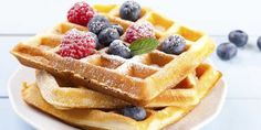 This gluten free waffle recipe is super easy to make and feature delicious dairy free chocolate chips and tons of yum! Perfect for a fun weekend breakfast. Waffles Sin Gluten, Savory Waffles, Homemade Waffles, Blueberry Waffles, Diner Recipes, Waffle Recipes, Dessert Recipes, Diner Food, Breakfast
