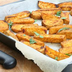 PATATE DOLCI AL FORNO ricetta patate americane alla paprika dolce Vegetarian Recipes, Cooking Recipes, Healthy Recipes, Al Forno Recipe, Confort Food, Home Food, Veggie Dishes, Food Hacks, Finger Foods